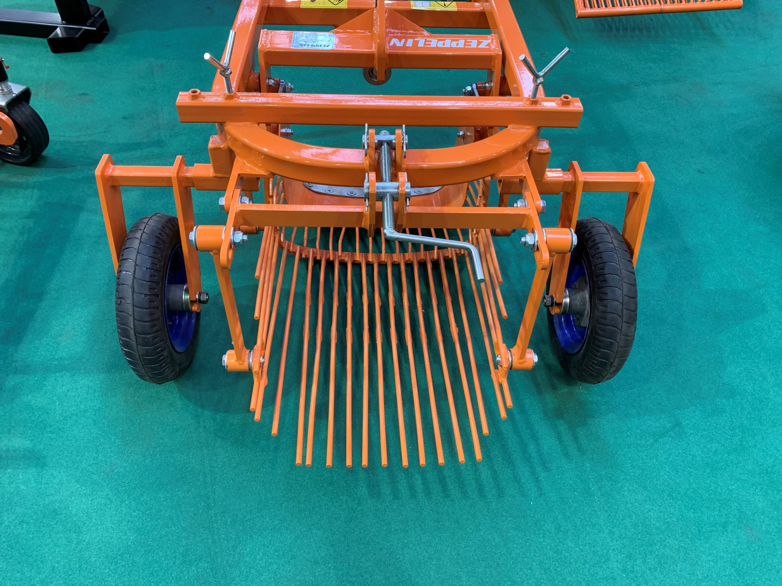 arracheuse-arriere-pomme-de-terre-micro-tracteur-zeppelin